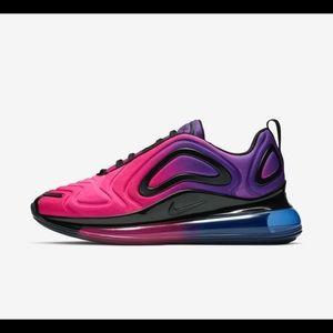 Like New!! Nike AirMax 720